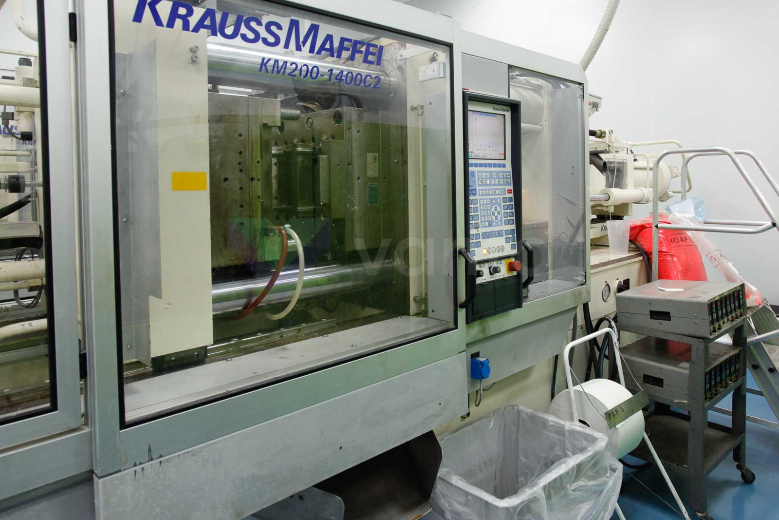 KRAUSS MAFFEI KM 200-1400 C2 200t injection molding machine (2001) id3448