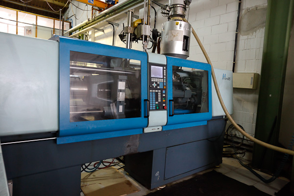 SANDRETTO MICRO 650 / 247 60t injection molding machine (1997) id3998