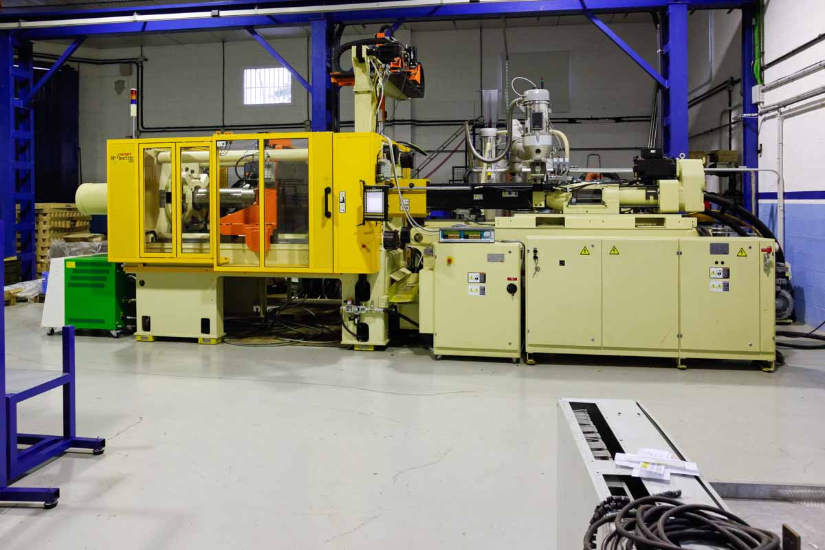 HUSKY HYLECTRIC H300 RS55/45 300t injection molding machine (2011) id4007