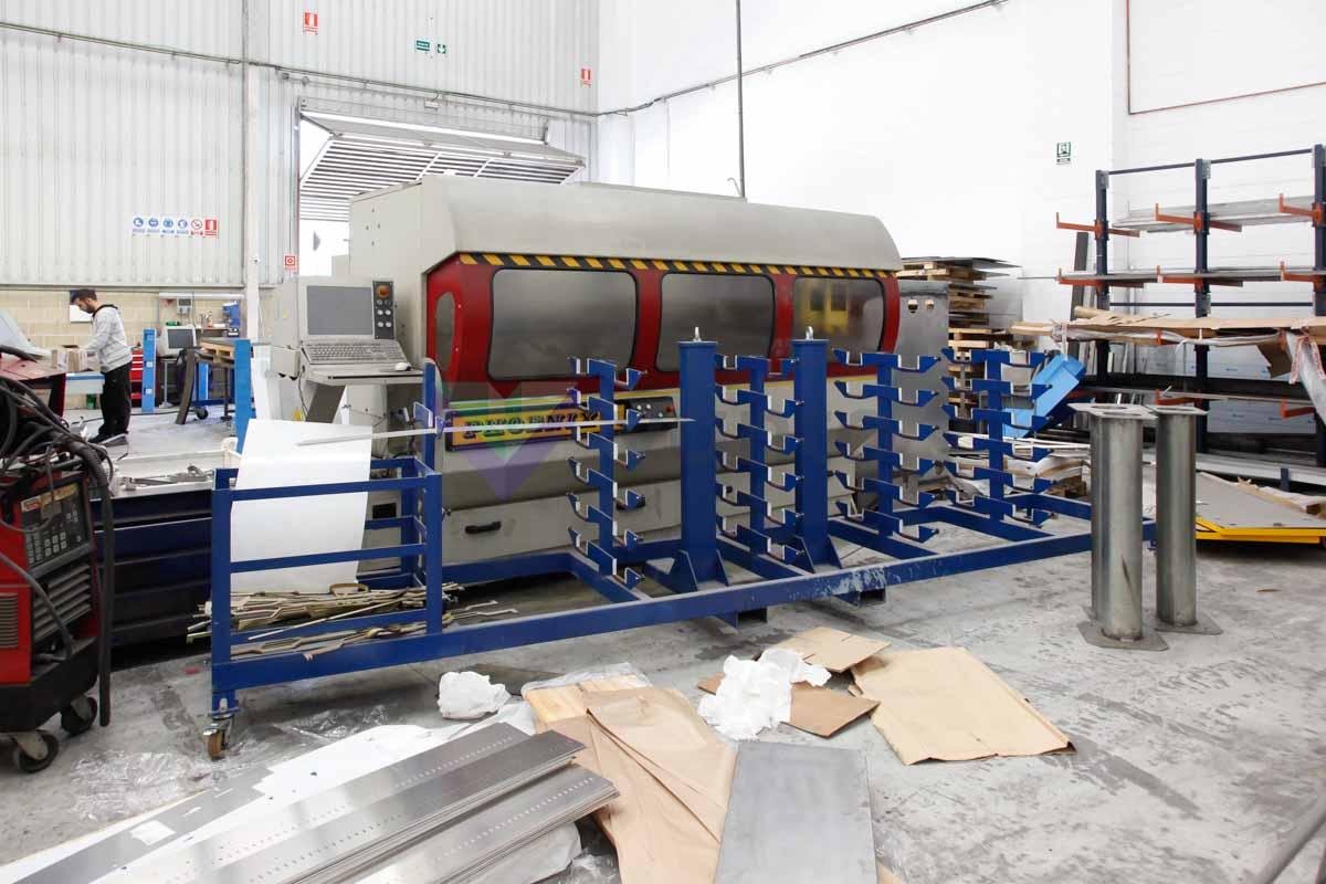 LGF PHOENIX CNC machining center (2011) id4901