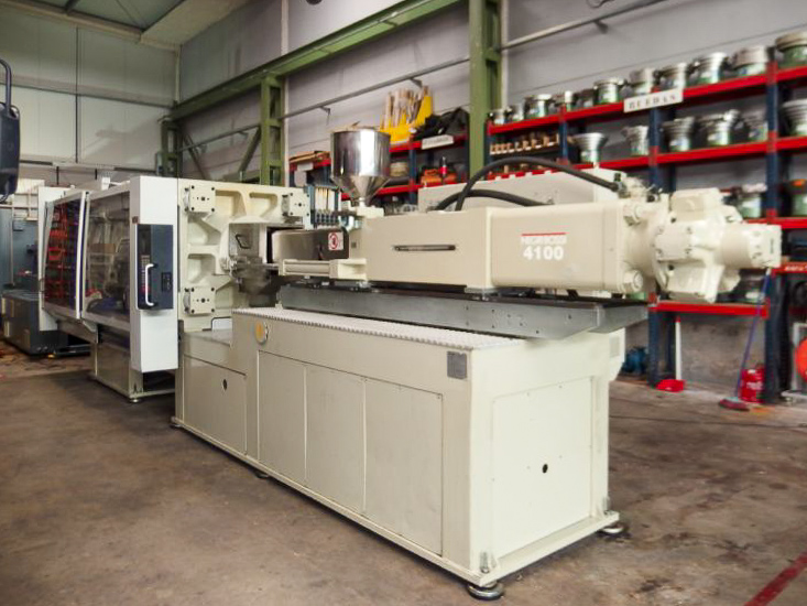 Machine de moulage par injection 400t NEGRI BOSSI CANBIO V480 - 4100 (2005) id10221