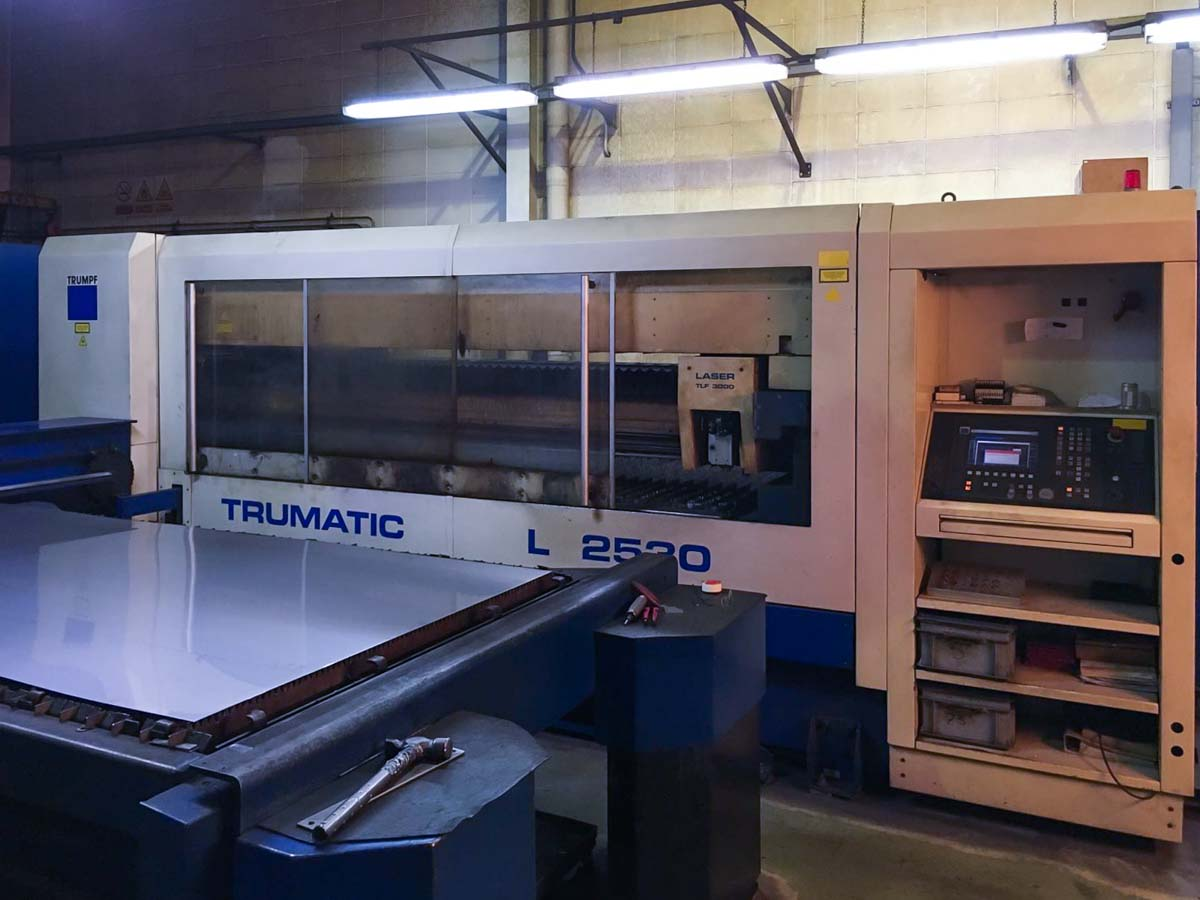 Machine de découpe laser (CO2) TRUMPF TRUMATIC L2530 (2001) id5422