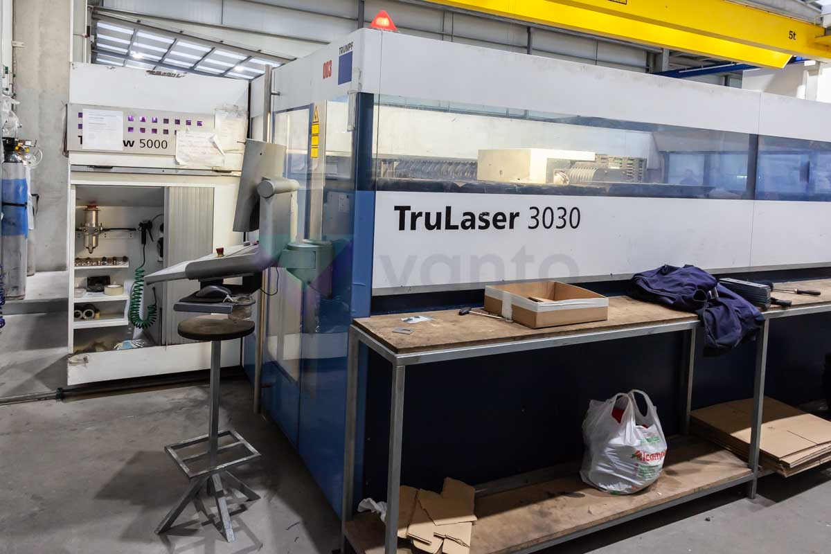 TRUMPF TruLaser 3030 Laser cutting machine (CO2) (2009) id10143