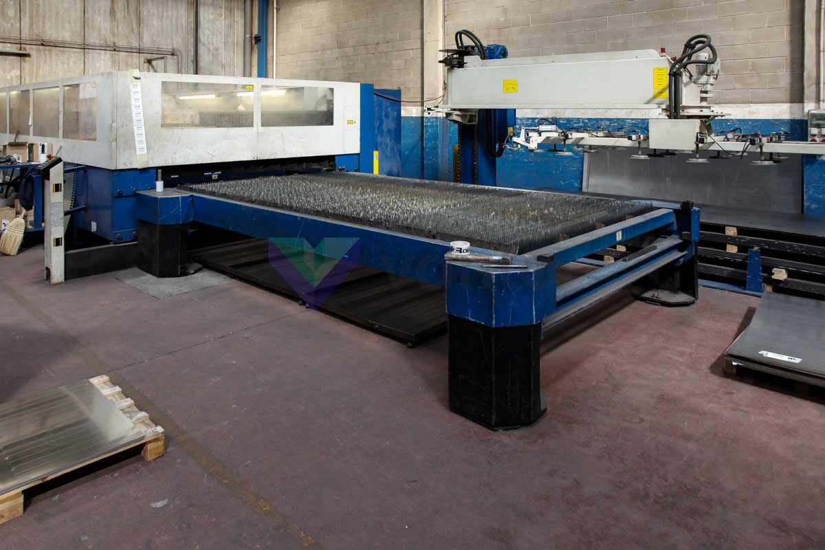 Machine de découpe laser (CO2) TRUMPF TRUMATIC L4030 (2001) id4891
