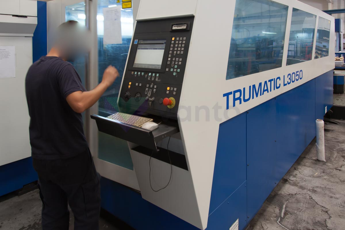 Machine de découpe laser (CO2) TRUMPF TRUMATIC L3050 (2004) id10101