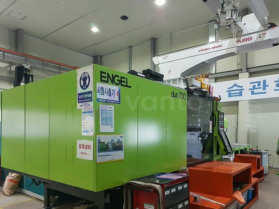ENGEL DUO 2050 / 700 PICO 700t injection molding machine (2013) id10204