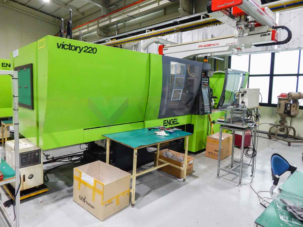 ENGEL VICTORY VC 500 / 220 TECH PRO 220t injection molding machine (2012) id10139