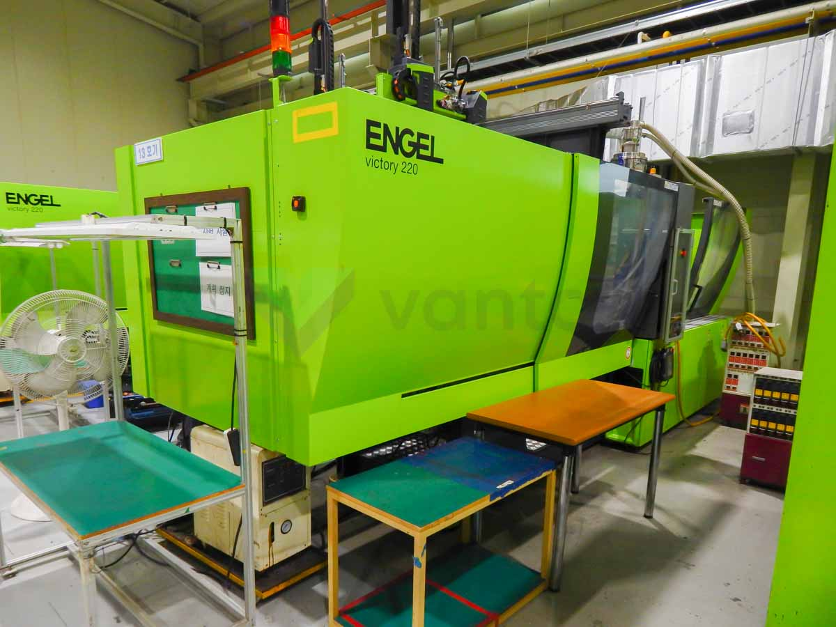 Machine de moulage par injection 220t ENGEL VICTORY VC 500 / 220 TECH PRO (2016) id10137