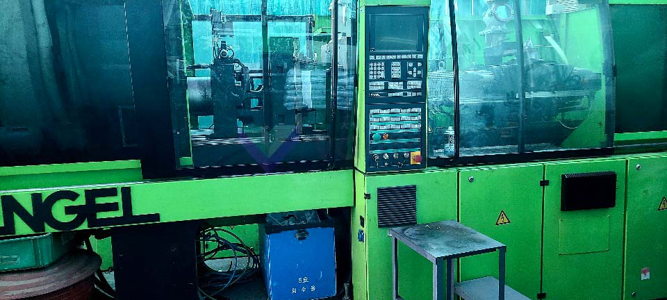 ENGEL VICTORY VC 330 / 80 TECH PRO 80t injection molding machine (2005) id10480