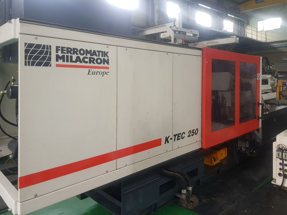 Machine de moulage par injection 250t FERROMATIK K-TEC 250 S (2006) id10233