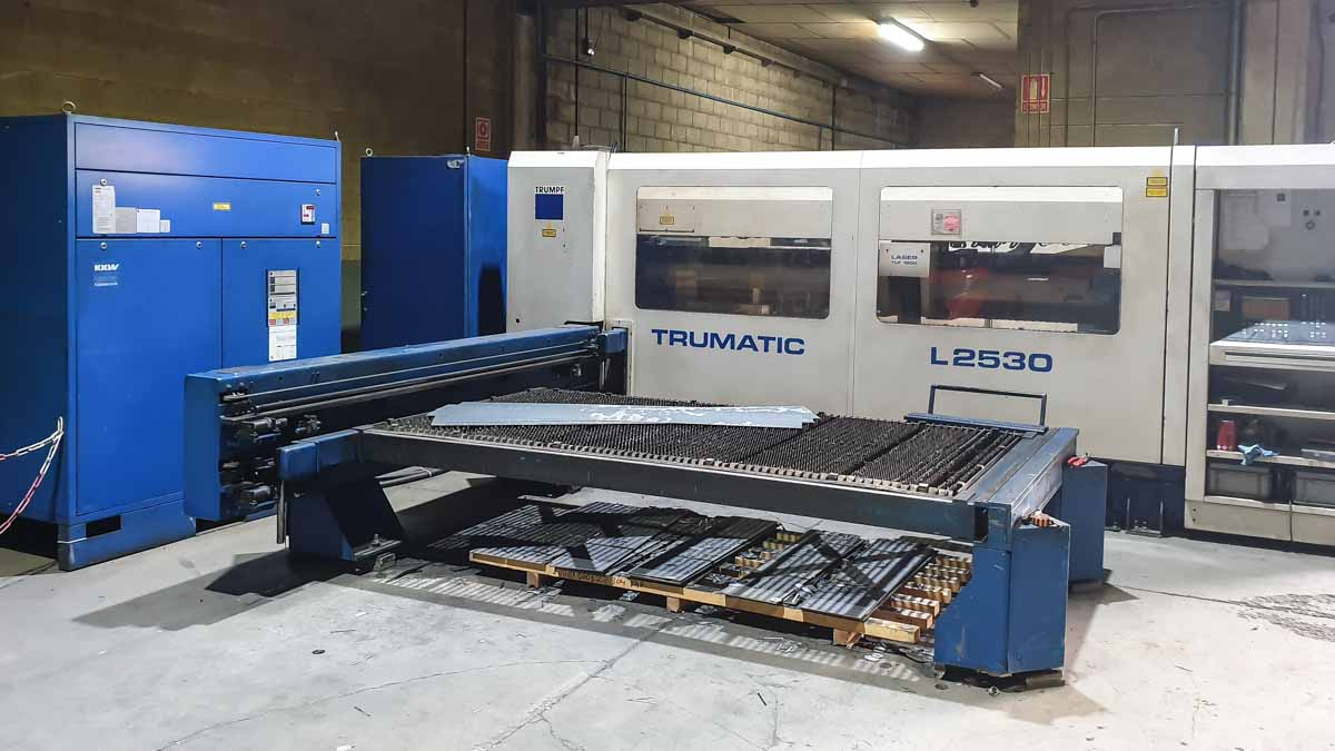 Machine de découpe laser (CO2) TRUMPF TRUMATIC L2530 (1998) id10148