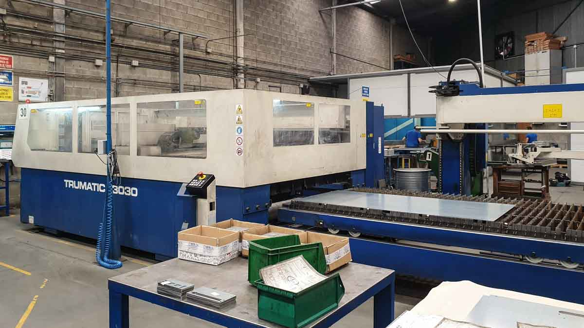 Machine de découpe laser (CO2) TRUMPF TRUMATIC L3030 (2003) id10158