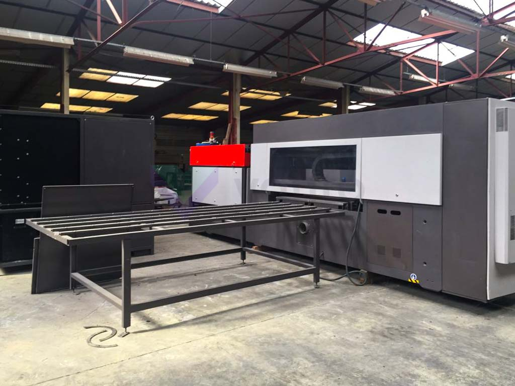 BYSTRONIC BYVENTION 3015 Laser cutting machine (CO2) (2008) id10174