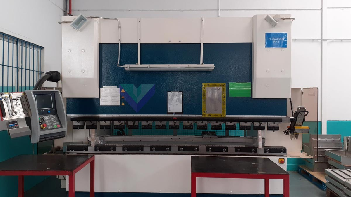 Plieuse CNC AMADA HFE 130-3 (2005) id10315