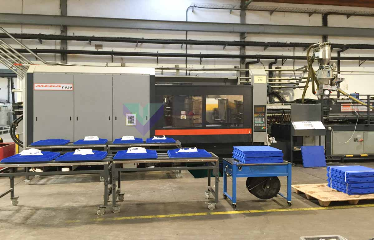 SANDRETTO MEGA T 820 820t injection molding machine (2001) id10464