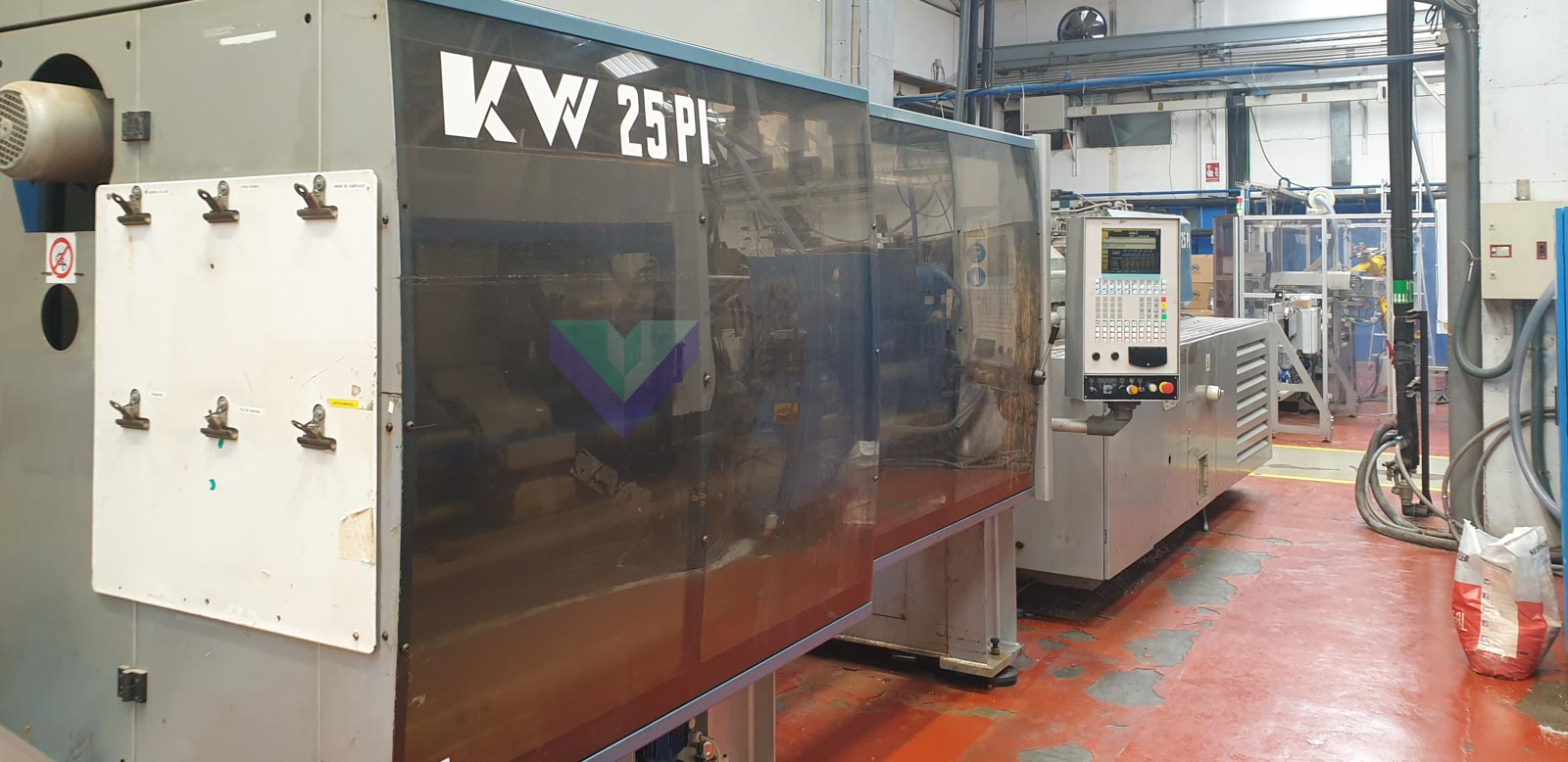 BMB KW 25 PI / 2200 250t injection molding machine (2000) id10509