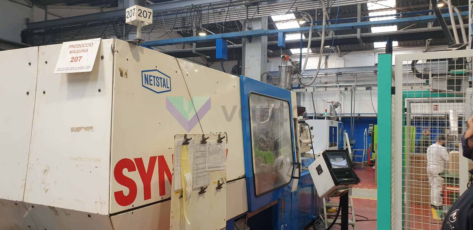 NETSTAL SYNERGY 2400-900 240t injection molding machine (1998) id10510